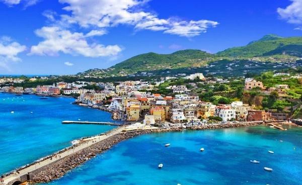 Іскія - найбільший острів у Неаполітанському затоці