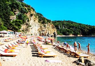 Відпочинок на пляжі, Будва