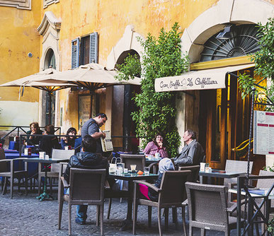 Римі в кафе